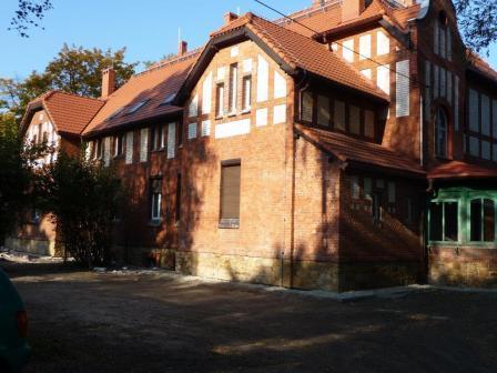 Zdjęcie przedstawiające budynek wyremontowanej Biblioteki