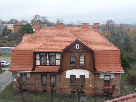 Zdjęcie przedstawiające pokrycie dachowe po remoncie dachu przy ulicy Mickiewicza 2