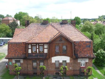 Zdjęcie przedstawiające pokrycie dachowe przed remontem dachu przy ulicy Mickiewicza 2